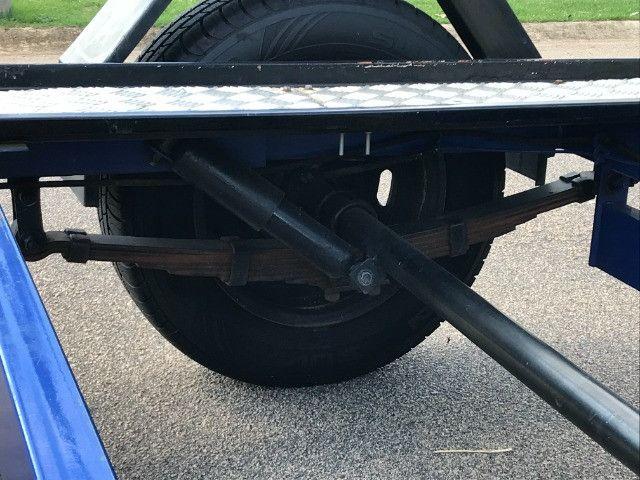 Carretinha reboque para veiculos Capacidade 1300 kg articulável, pneus novos - Foto 8