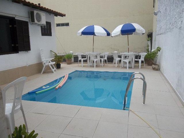 Vendo casa 04 quartos,piscina,mais apartamento,piscina,centro de vassouras - Foto 3