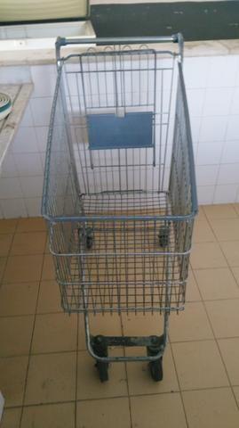 Carrinho grande de supermercado