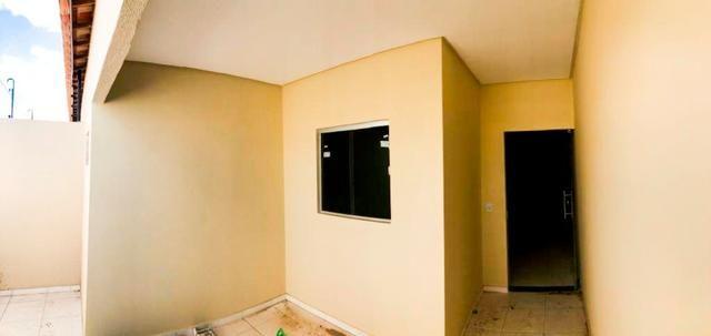 Casa no bairro Dom Avelar, com: // Rua asfaltada // 3 quartos, sendo uma suíte