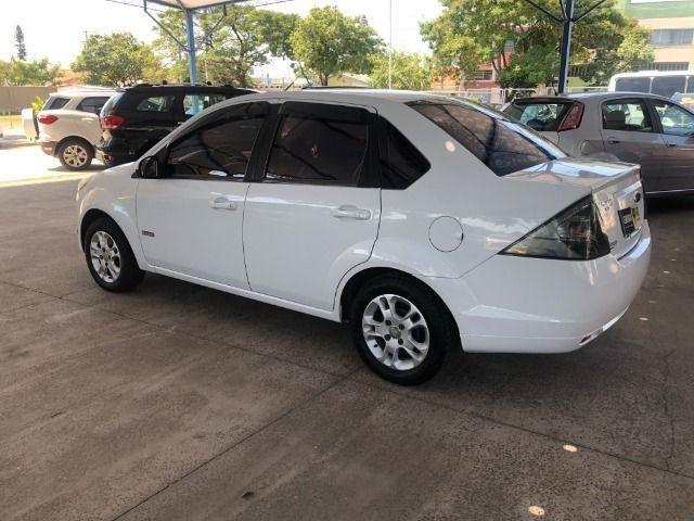 Fiesta Sedam 1.6 Completo + GNV V geração ótimo estado geral entrada R$ 3990,00 + 48 X - Foto 9