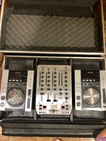 CDJ Pionner 200 (par) + Mixer + Case + Headphone