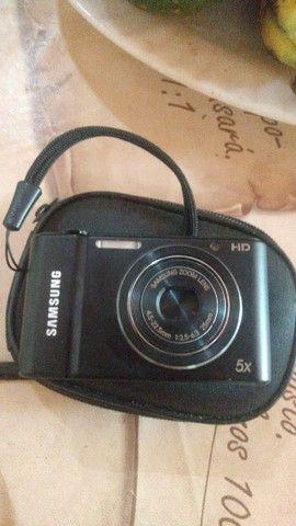 Câmera fotográfica digital semi nova