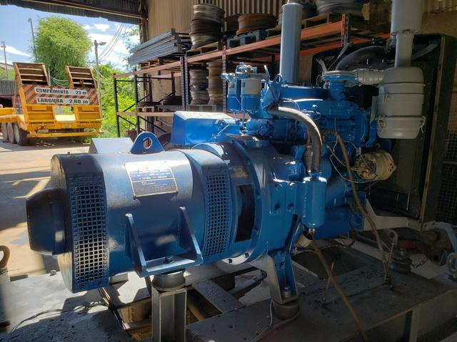 Gerador de 40 KVA com motor Perkins diesel 4 cilindros