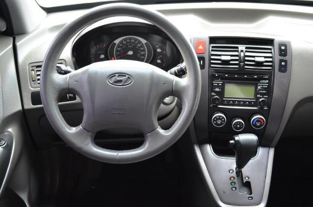 Hyundai Tucson 2.0 gl gasolina automática * completa * pneus novos - Foto 13