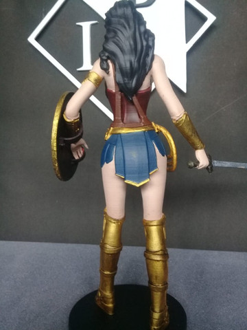 Boneco colecionável Mulher Maravilha Liga da Justiça - Foto 6