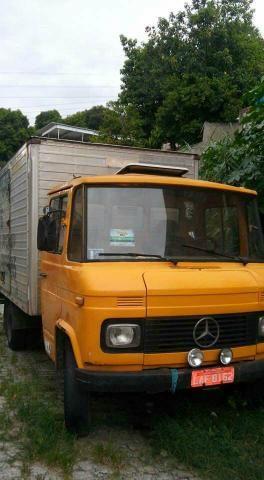 Caminhão 608 Baú