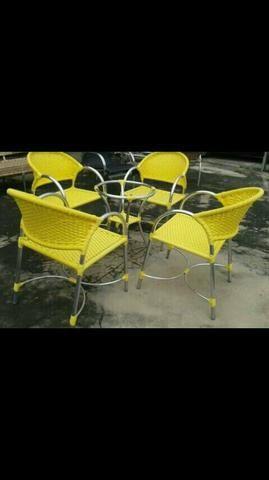 Cadeiras em fibra sintética