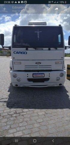 Vende Se  um caminhão  4532