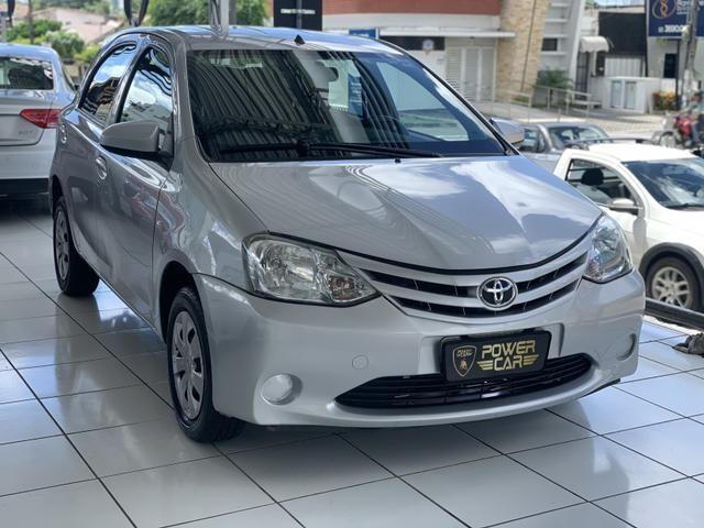 Toyota etios hatch único dono