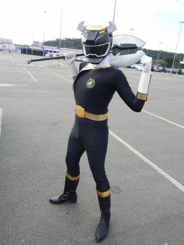 Cosplay Power Ranger preto força animal