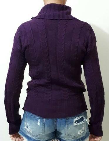 f72cc5df9165b Blusão blusa gola com botões decorando a gola. Tricô industrial roxo ...