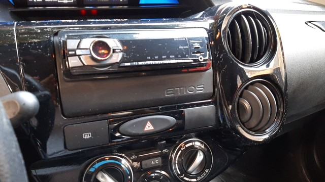 Toyota Etios 1.3 2018 - Foto 14