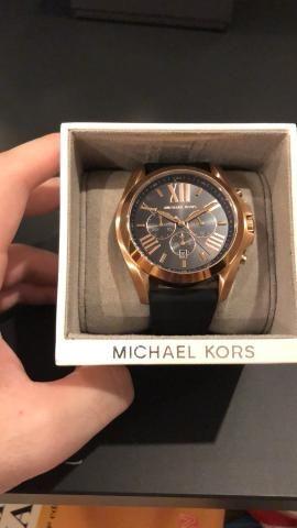 654a7f92e66 Relógio michael kors gold