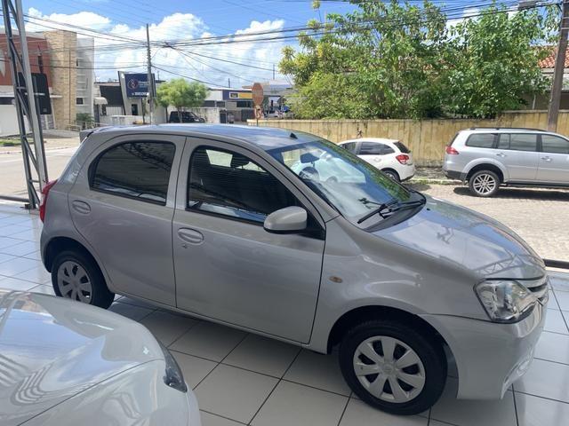 Toyota etios hatch único dono - Foto 2