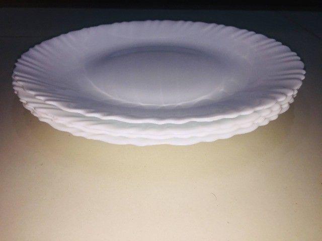 Pratos brancos - Foto 6