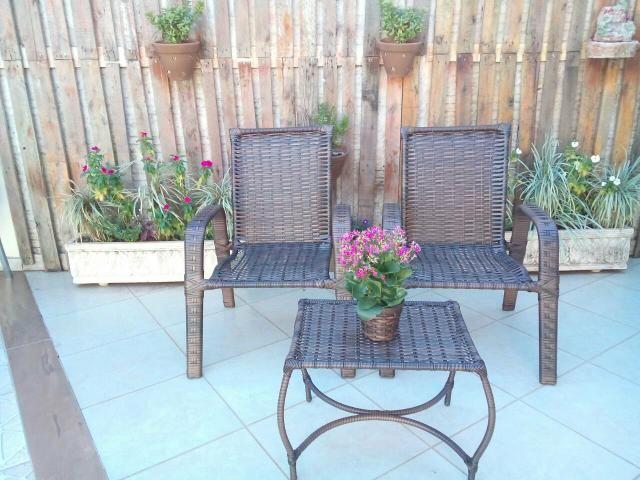Conjunto 3 peças 2 cadeiras e a mesinha de junco