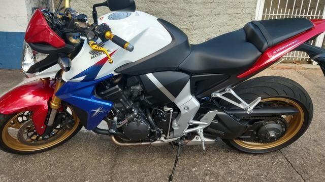 Honda CB 1000R 2013 apenas 21.712 km IPVA 2020 pago