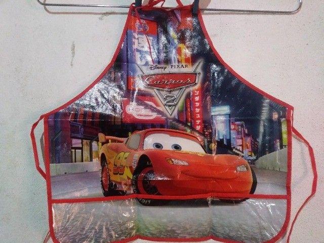 Avental Infantil Criança Disney Frozen Menina e Disney Pixar Carros Menino  - Foto 3
