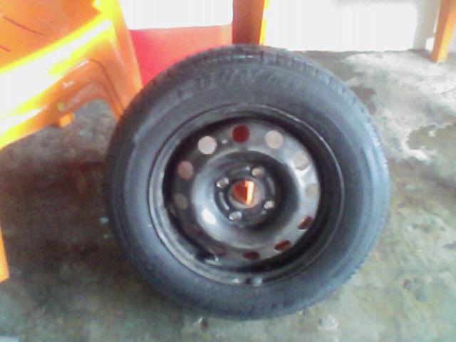 Vendo este pneu aro 14 (175\70 em bom estado com jante roda muito ainda