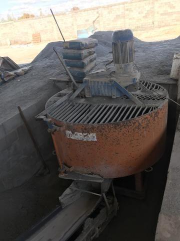 Máquina de fazer blocos de concreto
