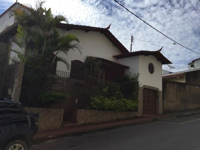 Casa à venda com 4 dormitórios em Centro, Conselheiro lafaiete cod:211