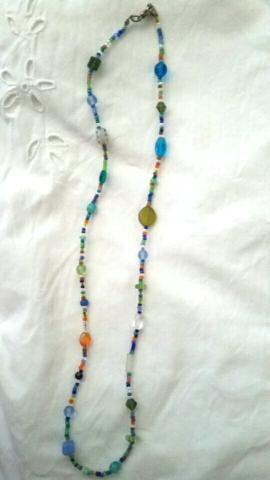 Pulseira/colar de pedrinhas coloridas - Foto 2
