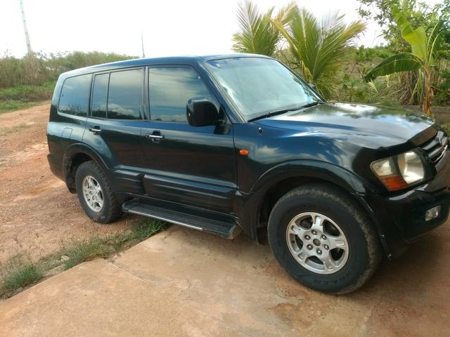 Pajero Full 3.2 a diesel 7 lugares 2001 automática 4x4
