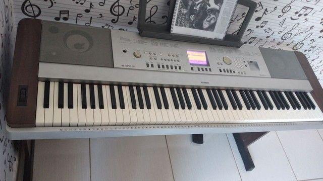 Piano digital Yamaha DGX 640