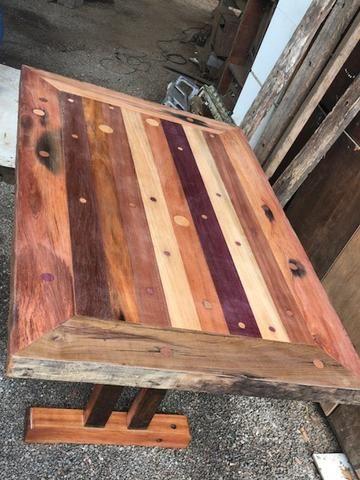 Mesa de madeira rustica, cruzetas e dormentes