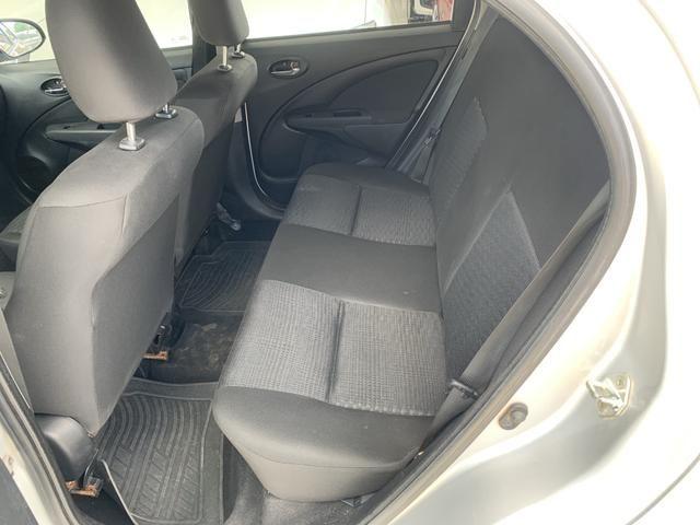 Toyota etios hatch único dono - Foto 11