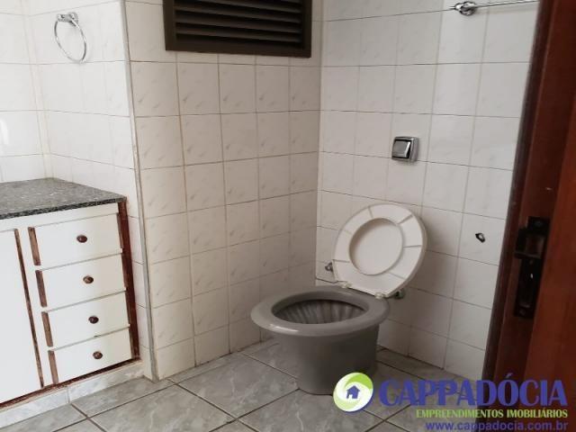 Lindo apartamento 1 quarto, com sacada, Rico em armários !!! Garagem coberta! - Armário em - Foto 8