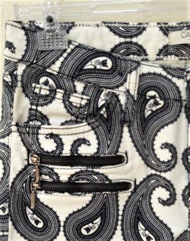 Calça Skinny Estampada P&B  em elastano e sarja de algodão - Marca: Canal  - Foto 2