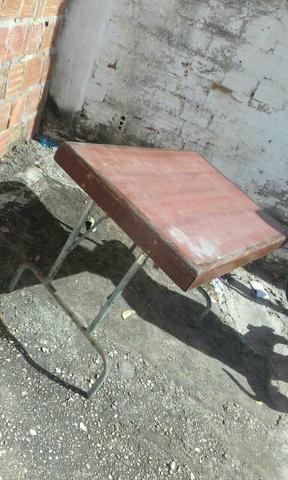 Geladeira e mesa tipo de piquenique
