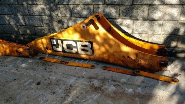 Braço (Boom) Retroescavadeira JCB 3C p/n 561/60200