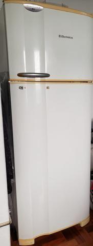 Geladeira Electrolux Frost Free 220v completa