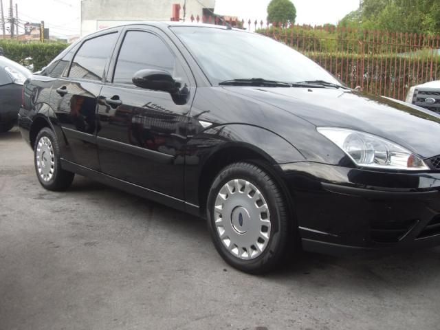 FORD FOCUS SEDAN 1.6 L 2005  *58.000 KM.