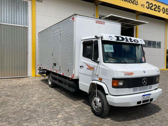 Caminhão Mb 710 baú  - Foto 2