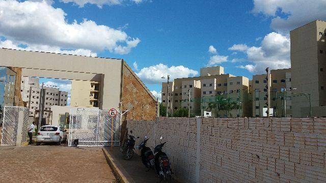 Aluga-se Apartamento no Celina Guimarães