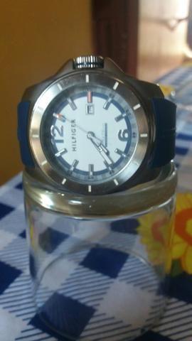 Relógio HILFIGIR AMERICANO perfeito ela tá no merecado $300 estou vendo por $80