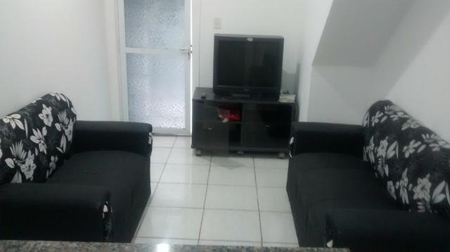 Conj. de sofá e guarda-roupa