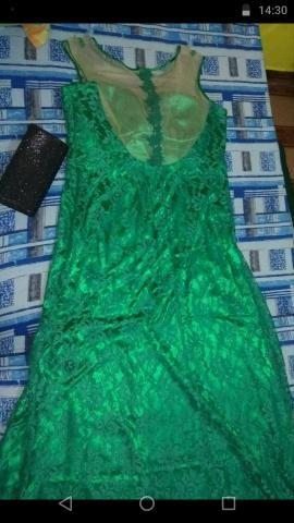 Vende-se vestido de gala comprido com bolsa