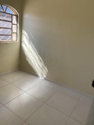Ótima casa de 4 qts, suite, área de lazer completa em lote de 700 metros - Foto 9