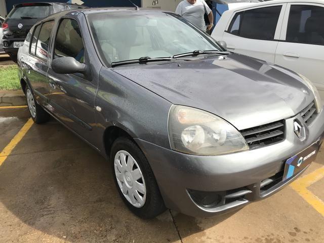 Clio Sedan sem detalhes Na oferta!