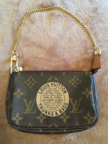 Louis Vuitton mini pochette original