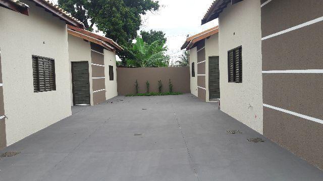 Linda casa de condomínio fechado no bairro Aero Rancho