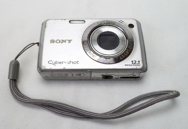 Camera digital sony DSC w210 12.1 MPX -usada funcionando -detalhe marcas de uso
