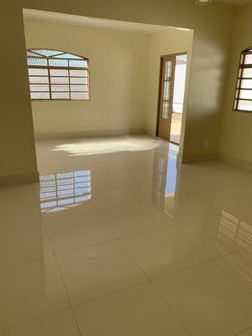 Ótima casa de 4 qts, suite, área de lazer completa em lote de 700 metros - Foto 10