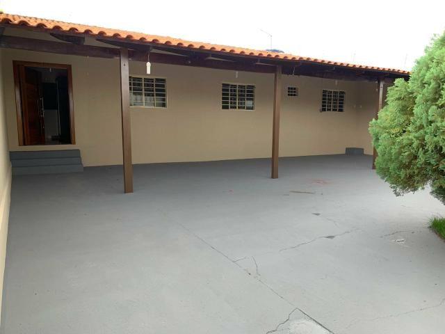 Casa Belíssima.otima localização 2 qts 4 garagem prox shopping Passeio das águas