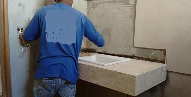 Assentamento de pisos de porcelanato e bancadas - Foto 5